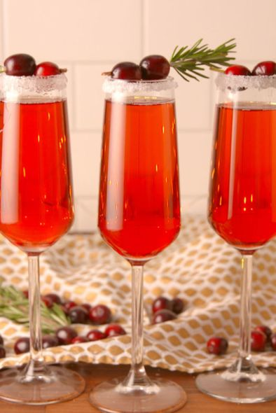 gallery-1479426677-delish-cranberry-mimosa-pin-03.jpg
